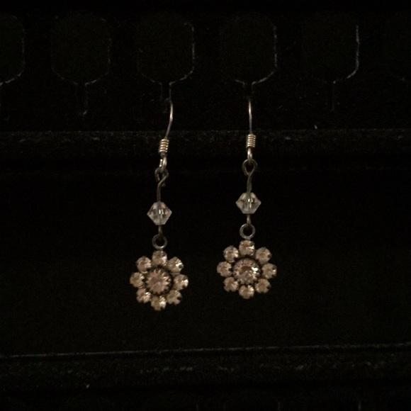 Jewelry - Rhinestone flower dangle earrings